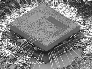 Генератор IDT3C02 (сверху) подключен к микросхеме ASIC OEM-приложения
