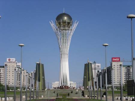 Монумент «Байтерек» в центре Астаны — символ независимого Казахстана