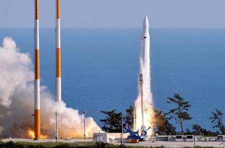 Южная Корея запускает в космос свою первую ракету