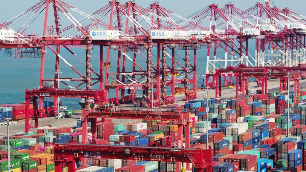 Среднее время ожидания контейнерных судов в Чжоушане на юге Китая - около 60 часов