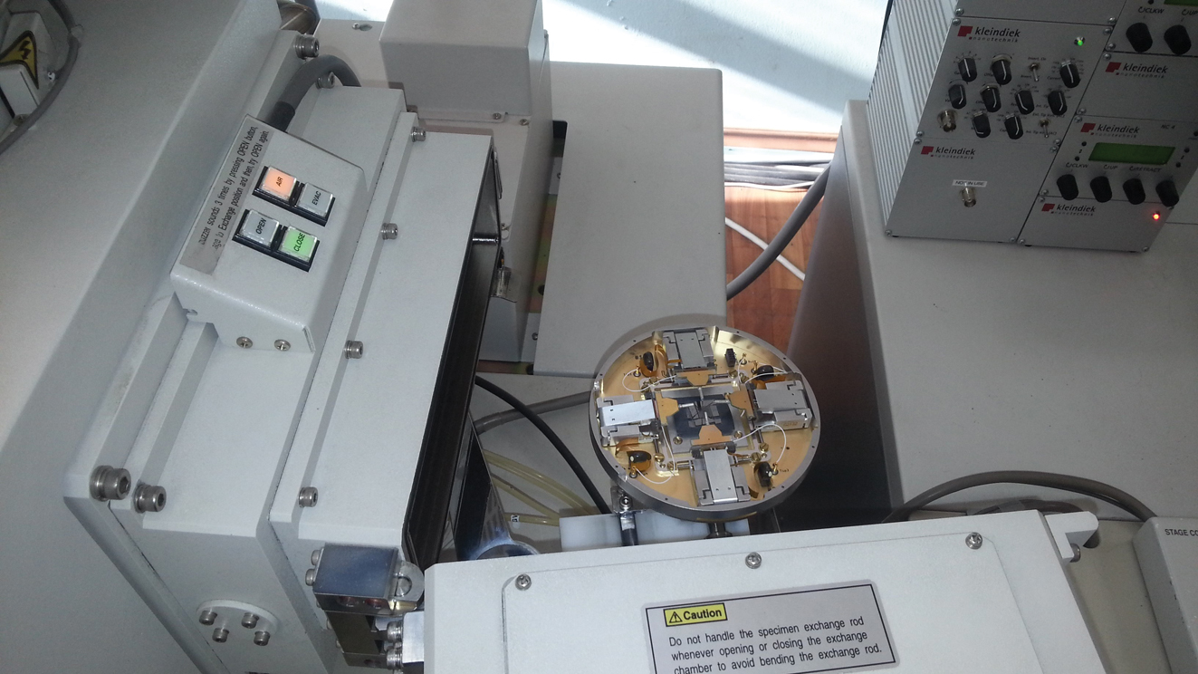 Загрузка зондодержателя в РЭМ S-4800
